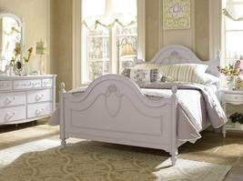 226-5333 Isabella Cameo Bed (BED-5333) - Isabella with a cameo is semi-formal in style with traditional, tastefully decorative details that make girls of every age smile.